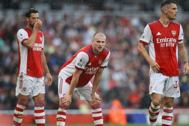 Dejected Arsenal players after a poor performance against Chelsea